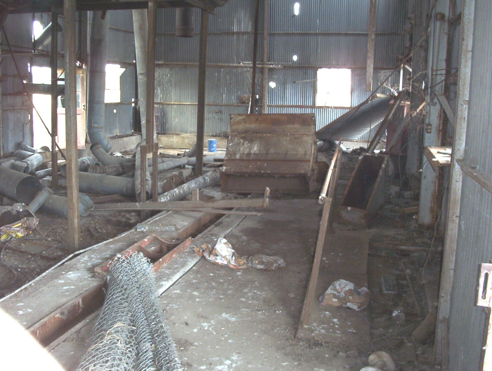 b_cotton_gin_inside_1.jpg