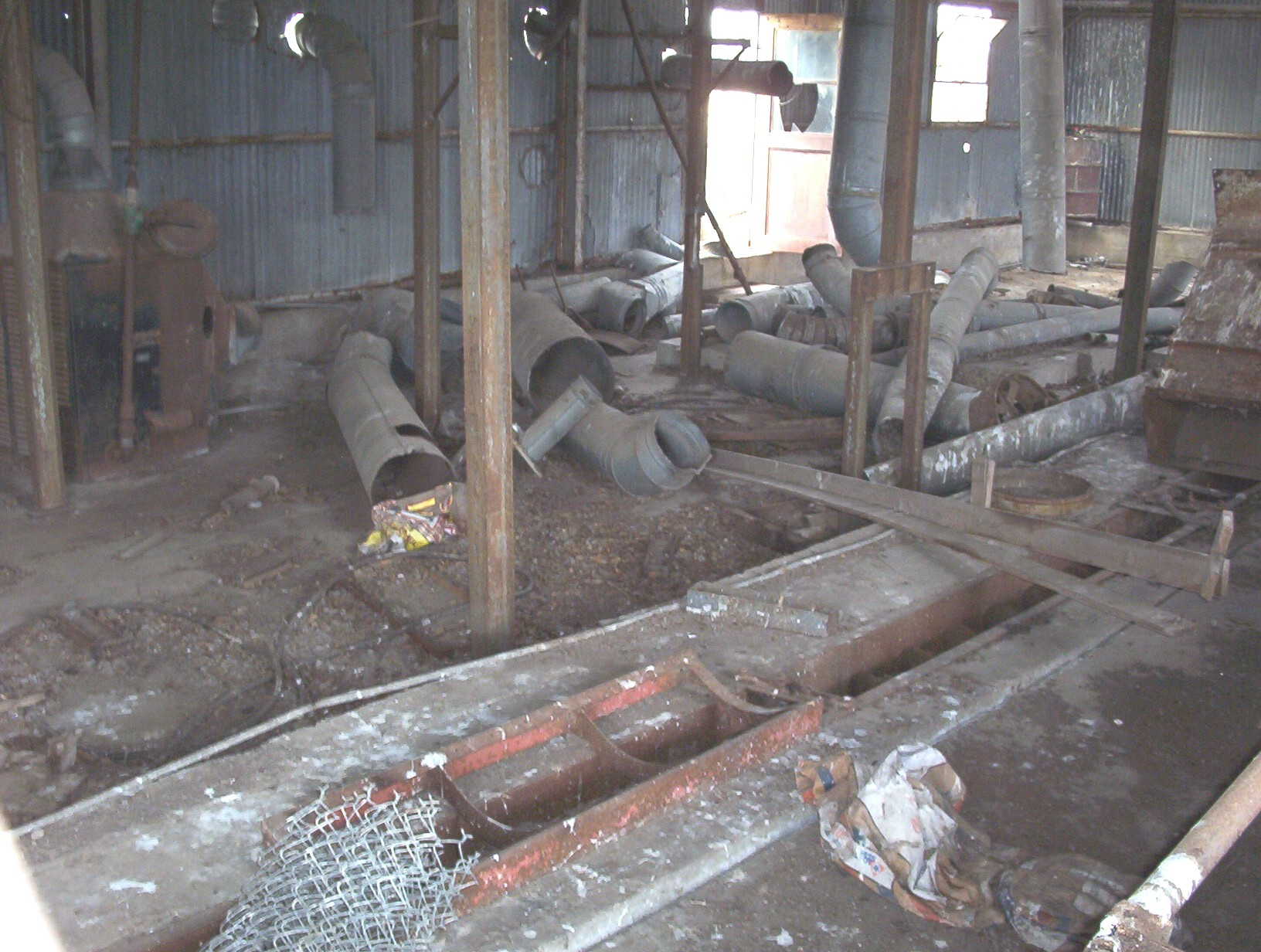 b_cotton_gin_inside_2.jpg